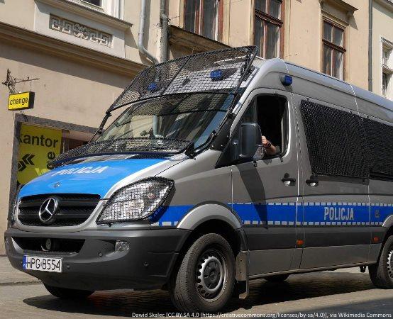 Policja Gdańsk: Zatrzymany za posiadanie narkotyków i hodowanie w szafie marihuany